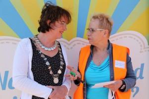 Burgemeester van Selm en ik bij kick-off 06-06-2015