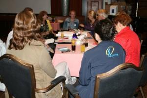 Een discussiegroep aan het werk